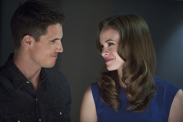 Robbie Amell ( Ronnie Raymond ) and Danielle Panabaker ( Caitlin Snow ) on The Flash
